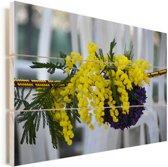 Een geel boeket van mimosa bloemen Vurenhout met planken 120x80 cm - Foto print op Hout (Wanddecoratie)