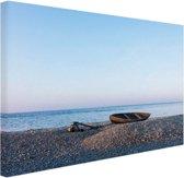 Boot op het strand Canvas 30x20 cm - klein - Foto print op Canvas schilderij (Wanddecoratie woonkamer / slaapkamer) / Zee en Strand