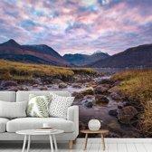 Fotobehang vinyl - Unieke paarse kleuren boven de Ben Nevis in Schotland breedte 420 cm x hoogte 380 cm - Foto print op behang (in 7 formaten beschikbaar)