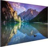Meer tussen de bergen Aluminium 90x60 cm - Foto print op Aluminium (metaal wanddecoratie)