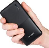 LifeGoods 20000 mah Powerbank - 6x iPhone X Quick Charge Opladen - 2 Apparaten Tegelijk Snelladen met USB - Powerbank Opladen met USB C of Micro USB  - Compact en Lichtgewicht voor Reizen - Geschikt voor elke Smartphone of Tablet - Zwart