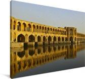 De gele Khaju Bridge in Azië met weerkaatsing in het water Canvas 60x40 cm - Foto print op Canvas schilderij (Wanddecoratie woonkamer / slaapkamer)