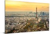 Parijs en de Eifffeltoren met een erg kleurrijke lucht Aluminium 60x40 cm - Foto print op Aluminium (metaal wanddecoratie)