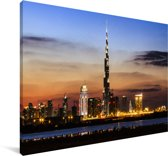 De Burj Khalifa verlicht met een fantastische lucht Canvas 90x60 cm - Foto print op Canvas schilderij (Wanddecoratie woonkamer / slaapkamer)