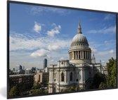 Foto in lijst - Alledaagse impressie van de St Paul's Cathedral in Londen fotolijst zwart 60x40 cm - Poster in lijst (Wanddecoratie woonkamer / slaapkamer)