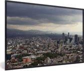 Foto in lijst - Donkere wolken boven de miljoenenstad Mexico-stad fotolijst zwart 60x40 cm - Poster in lijst (Wanddecoratie woonkamer / slaapkamer)