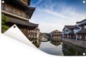 Huizen aan het water in het Chinese Changzhou met weerspiegeling Tuinposter 90x60 cm - Tuindoek / Buitencanvas / Schilderijen voor buiten (tuin decoratie)
