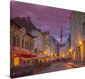 Verlichte straat in het Stadshart van Tallinn in Estland Canvas 60x40 cm - Foto print op Canvas schilderij (Wanddecoratie woonkamer / slaapkamer)