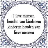 Tegeltje met Spreuk (Tegeltjeswijsheid): Lieve mensen houden van kinderen; kinderen houden van lieve mensen + Kado verpakking & Plakhanger