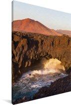 Vulkanische kliffen in het Nationaal park Timanfaya in Spanje Canvas 40x60 cm - Foto print op Canvas schilderij (Wanddecoratie woonkamer / slaapkamer)
