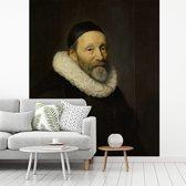 Fotobehang vinyl - Portret van Johannes Wtenbogaert - Schilderij van Michiel Jansz van Mierevelt breedte 295 cm x hoogte 350 cm - Foto print op behang (in 7 formaten beschikbaar)