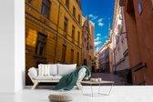 Fotobehang vinyl - Fantastische straat met mooie kleuren in het Stadshart van Tallinn breedte 360 cm x hoogte 240 cm - Foto print op behang (in 7 formaten beschikbaar)