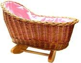 Rieten poppenwieg met roze beddengoed