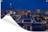 De Tower Bridge verlicht in de nacht in Engeland Tuinposter 180x120 cm - Tuindoek / Buitencanvas / Schilderijen voor buiten (tuin decoratie) XXL / Groot formaat!