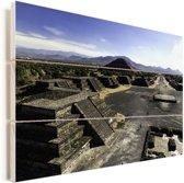 Uitzicht vanaf de Maan Piramide over de Teotihuacán piramides Mexico Vurenhout met planken 90x60 cm - Foto print op Hout (Wanddecoratie)