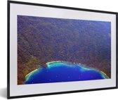 Foto in lijst - De kustlijn bij het Nationaal park Alas Purwo in Indonesië fotolijst zwart met witte passe-partout 60x40 cm - Poster in lijst (Wanddecoratie woonkamer / slaapkamer)