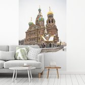 Fotobehang vinyl - Kerk van de Verlosser op het Bloed bij Rusland in het midden van de winter breedte 190 cm x hoogte 280 cm - Foto print op behang (in 7 formaten beschikbaar)