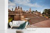 Fotobehang vinyl - De Aziatische Swaminarayan-tempel in India breedte 420 cm x hoogte 280 cm - Foto print op behang (in 7 formaten beschikbaar)
