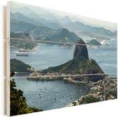 Suikerbroodberg in Rio de Janeiro van bovenaf Vurenhout met planken 60x40 cm - Foto print op Hout (Wanddecoratie)