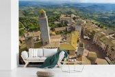 Fotobehang vinyl - San Gimignano van bovenaf bij Toscanië in Italië breedte 600 cm x hoogte 400 cm - Foto print op behang (in 7 formaten beschikbaar)