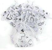 Organza zakjes wit met zilveren hartjes - 10x14 cm 100 stuks / cadeauzakjes