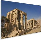 Oude ruïne in Luxor met een prachtige blauwe lucht Plexiglas 30x20 cm - klein - Foto print op Glas (Plexiglas wanddecoratie)