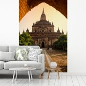 Fotobehang vinyl - Htilominlo-tempel in Bagan-pagodegebied breedte 155 cm x hoogte 240 cm - Foto print op behang (in 7 formaten beschikbaar)