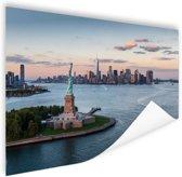 Vrijheidsbeeld met skyline New York Poster 150x75 cm - Foto print op Poster (wanddecoratie woonkamer / slaapkamer) / Steden Poster
