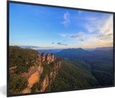 Foto in lijst - De Three Sisters in Nationaal park Blue Mountains in NZW fotolijst zwart 60x40 cm - Poster in lijst (Wanddecoratie woonkamer / slaapkamer)
