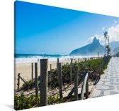 Zicht op het strand van Ipanema in Zuid-Amerika tijdens een zonnige dag Canvas 140x90 cm - Foto print op Canvas schilderij (Wanddecoratie woonkamer / slaapkamer)