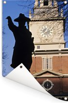 Standbeeld voor Independence Hall in het Amerikaanse Philadelphia Tuinposter 120x180 cm - Tuindoek / Buitencanvas / Schilderijen voor buiten (tuin decoratie) XXL / Groot formaat!