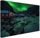 FotoCadeau.nl - Noorderlicht boven dorp fotoafdruk Canvas 30x20 cm - Foto print op Canvas schilderij (Wanddecoratie)