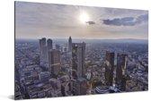 Zonnestralen over Frankfurt am Main in Duitsland Aluminium 180x120 cm - Foto print op Aluminium (metaal wanddecoratie) XXL / Groot formaat!