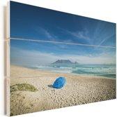 Wit strand met in de verte de Tafelberg in Zuid-Afrika Vurenhout met planken 120x80 cm - Foto print op Hout (Wanddecoratie)
