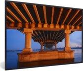Foto in lijst - Bijzondere contouren van de brug in Dnipro fotolijst zwart 60x40 cm - Poster in lijst (Wanddecoratie woonkamer / slaapkamer)