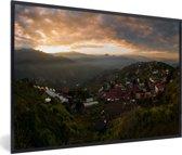 Foto in lijst - Wolkenformaties tijdens zonsopgang bij Taichung in Taiwan fotolijst zwart 60x40 cm - Poster in lijst (Wanddecoratie woonkamer / slaapkamer)