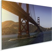 De Golden Gate Bridge en de heldere blauwe rivier Plexiglas 90x60 cm - Foto print op Glas (Plexiglas wanddecoratie)