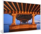 Foto in lijst - Bijzondere contouren van de brug in Dnipro fotolijst wit 60x40 cm - Poster in lijst (Wanddecoratie woonkamer / slaapkamer)