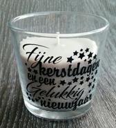 """Bruine geur kaars (kaneel en vanille) met de tekst """"Fijne kerstdagen en een gelukkig nieuwjaar"""""""