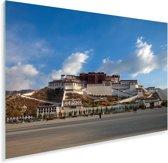 Blauwe lucht boven het Potalapaleis in China Plexiglas 90x60 cm - Foto print op Glas (Plexiglas wanddecoratie)