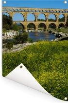 Mooie bloemen voor de Pont du Gard in de lente Tuinposter 120x180 cm - Tuindoek / Buitencanvas / Schilderijen voor buiten (tuin decoratie) XXL / Groot formaat!