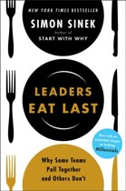 Boek cover Leaders Eat Last van Simon Sinek (Paperback)