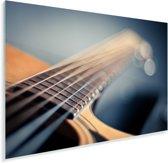Close up van de snaren van een Akoestische gitaar Plexiglas 90x60 cm - Foto print op Glas (Plexiglas wanddecoratie)