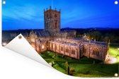 De Welshe begraafplaats en St David's kathedraal in Europa Tuinposter 120x80 cm - Tuindoek / Buitencanvas / Schilderijen voor buiten (tuin decoratie)