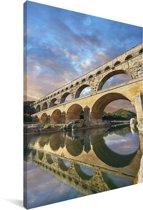 Kleurrijke lucht boven de Pont du Gard en weerspiegeling in het water Canvas 90x140 cm - Foto print op Canvas schilderij (Wanddecoratie woonkamer / slaapkamer)