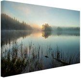 FotoCadeau.nl - Zonsopkomst bij het meer Canvas 80x60 cm - Foto print op Canvas schilderij (Wanddecoratie)
