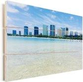 De havenstad Honolulu in Hawaï met helder water op de voorgrond Vurenhout met planken 80x60 cm - Foto print op Hout (Wanddecoratie)