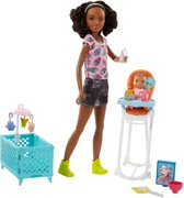 Barbie Babysitter met Kinderstoel Set