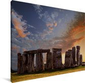 Oranje wolken boven de Stonehenge in Engeland Canvas 80x60 cm - Foto print op Canvas schilderij (Wanddecoratie woonkamer / slaapkamer)