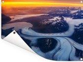 Luchtfoto van een gletsjer in het Amerikaanse Anchorage Tuinposter 80x60 cm - Tuindoek / Buitencanvas / Schilderijen voor buiten (tuin decoratie)